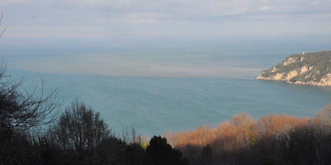 Bartın Irmağı'ndan akan çamurlu su, denizin renginideğiştirdi