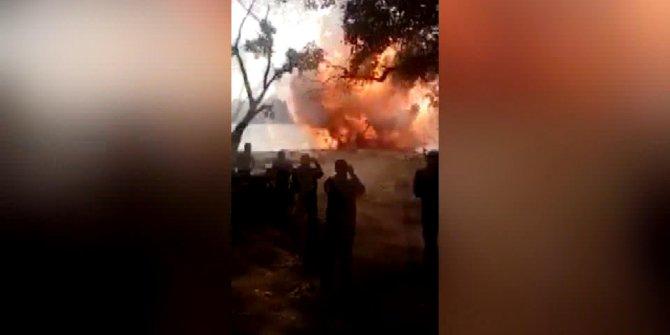Patlayıcı imhasında evleri zarar gören mahalleli polis araçlarını yaktı