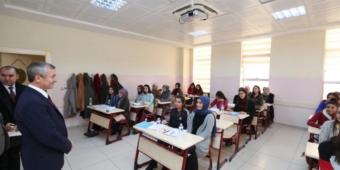 Şahinbey Belediyesi'nden öğrencilere kaynak kitap desteği