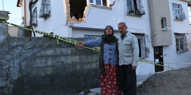 Sağanak sonrası evlerinin yıkılma tehlikesi olan çift yardım bekliyor