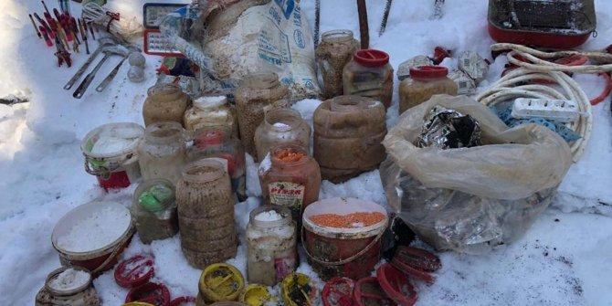 Hizan'da PKK sığınağında yaşam malzemesi ele geçirildi