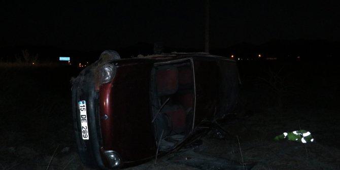 Burdur'da, hafif ticari araç tarlaya devrildi: 5 yaralı