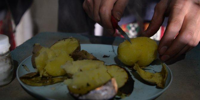 Uzun kış gecelerinin vazgeçilmezi közde patates