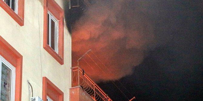 Devrilen elektrikli ısıtıcıdan çıkan yangında ev küle döndü