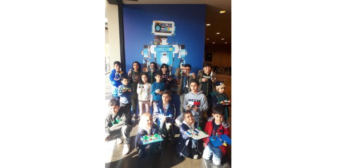 Çocuklar, Forum Mersin'de robotik kodlama yapmayı öğrendi