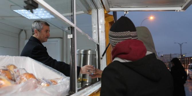Şahinbey Belediyesi'den dondurucu soğukta insanın içini ısıtan hizmet