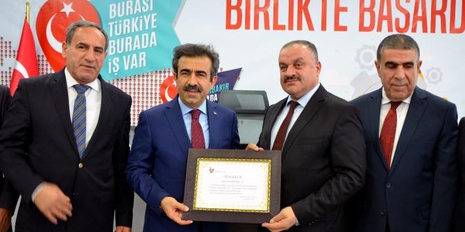 Vali Güzeloğlu'ndan Dicle Elektrik'e teşekkür belgesi