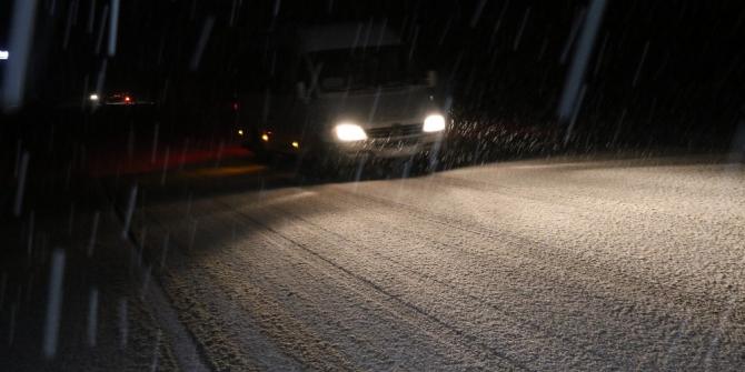 Zonguldak'ta aniden bastıran kar hayatı olumsuz etkiledi