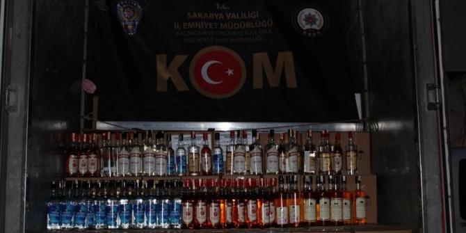 Sakarya'da piyasa değeri 620 bin TL olan kaçak içki ele geçirildi