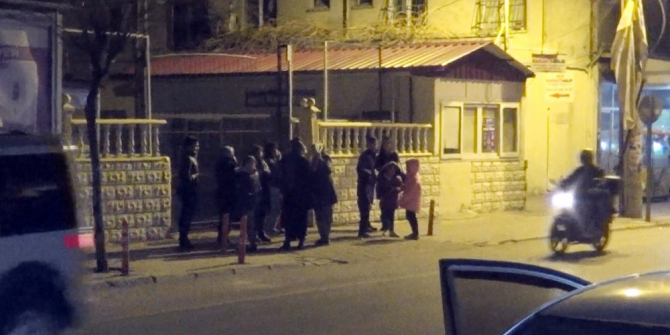 Depremi hisseden vatandaşlar kendilerini sokağa attı