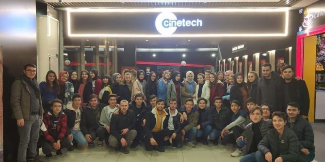 Yarıyıl tatilinde eğitime ara vermeyen öğrenciler sinema ile ödüllendirildi
