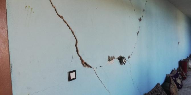Deprem sonrası Çınar'da bazı evlerin duvarlarında çatlaklar oluştu