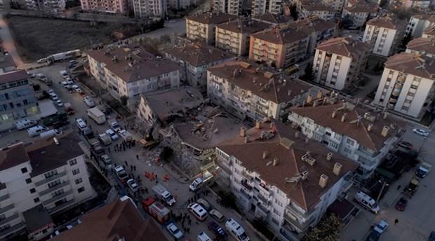 Elazığ depremindeki inanılmaz gelişme, enkaz altında dünyaya merhaba dedi