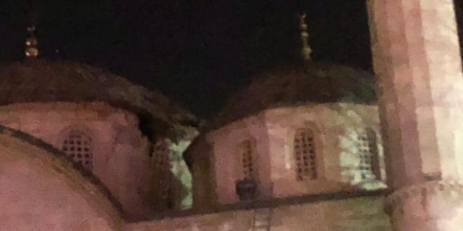 Depremde Yeni Cami hasar gördü