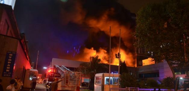 Kağıthane, Büyükdere Caddesi'nde Depo Yangını