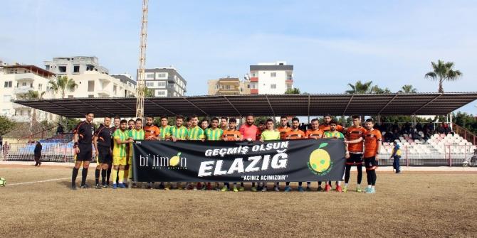 Erdemli'de futbolcular açtıkları pankartla Elazığ depreminin acısını paylaştı