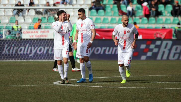 Antalyaspor deplasmanda coştu! 3 puan 3 golle geldi...
