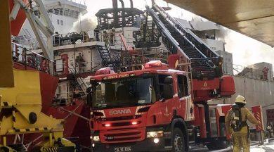 Tuzla'daki bir tersanede gemi yangını!