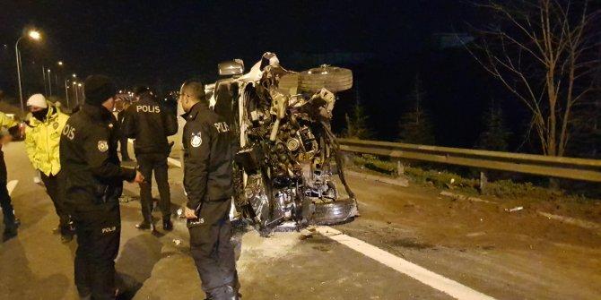 Düğünden dönen aileyi taşıyan minibüs devrildi: 10 yaralı