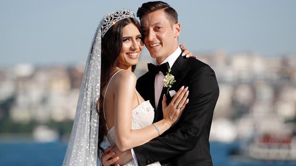 Amine Gülşen ve Mesut Özil'den hayranlarına müjdeli haber