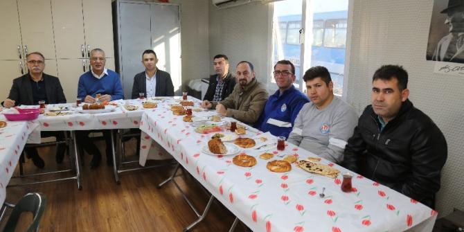 Başkan Tarhan çalışanlarla kahvaltıda buluştu
