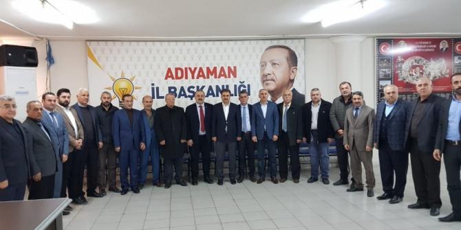 AK Parti heyeti muhtarlarla bir araya geldi