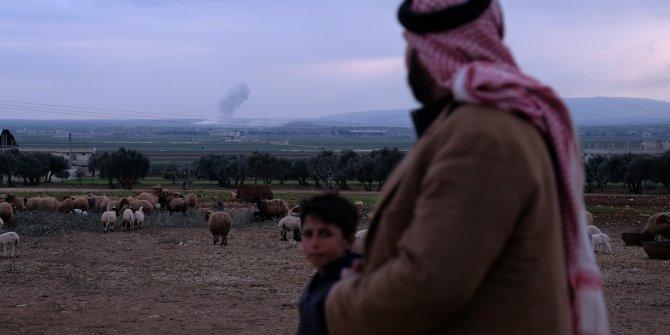 Rejim uçakları Sarmin kasabasını gün boyu bombaladı