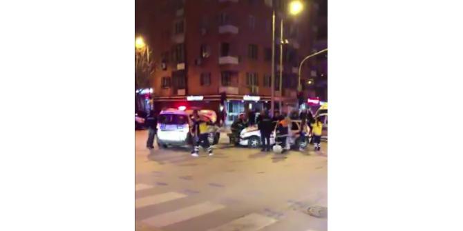 Otomobil polis otosuna çarptı: 2'si polis 3 yaralı