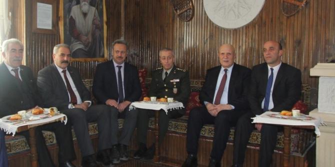 Başkan Pekmezci ve belediye meclis üyelerinden Garnizon Komutanına şükran ziyareti
