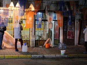 İstanbul Eyüp'te AK Parti seçim bürosuna molotoflu saldırı