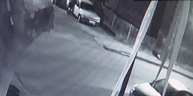 Otomobildeki ses sistemini çalan 4 hırsız, güvenlik kamerasında