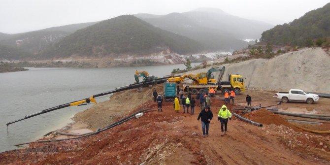Çatlaklar oluşan Bahadır Barajı'nda su tahliye çalışması sürüyor