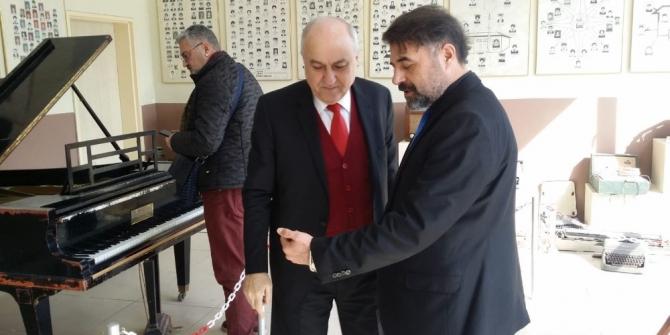 Asırlık piyano yeniden restore edilecek