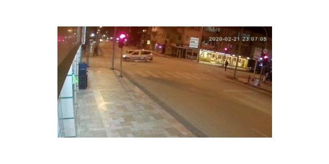 Otomobil, polis aracına çarptı: 2'si polis, 3 yaralı (2)