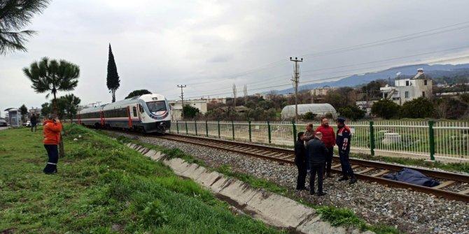 Trenin çarptığı yaşlı adam öldü
