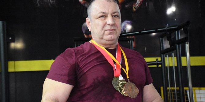 Zayıflamak için başladığı halterde dünya şampiyonu oldu