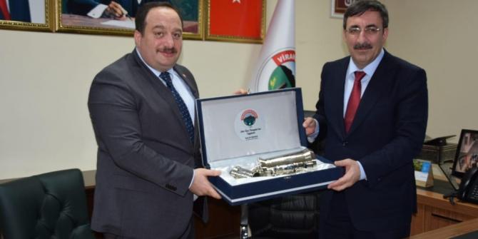 AK Parti Genel Başkan Yardımcısı Yılmaz'dan Viranşehir Belediyesine ziyaret