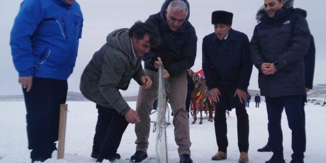 Bakan Ersoy, Çıldır Gölü'nde atlı kızağa bindi, Eskimo usulü balık avladı