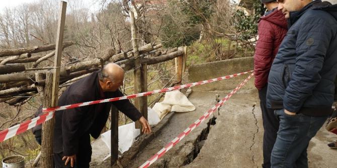 9 kişinin oturduğu üç katlı ev heyelan riski nedeniyle boşaltıldı