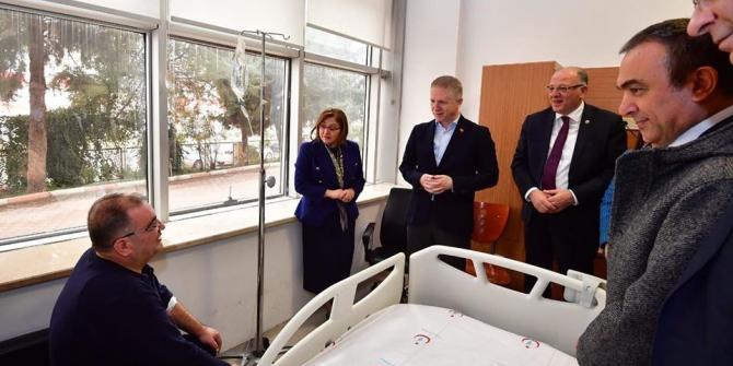 Gaziantep protokolünde Belediye Başkanı Bulut'a geçmiş olsun ziyareti