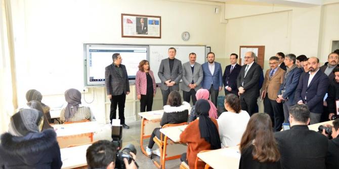 """Milli Eğitim Bakanı Selçuk: """"Bölgede 98 okul binamızı kullanım dışı bıraktık"""""""