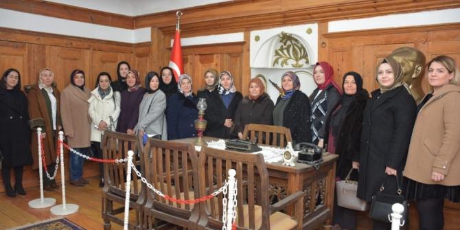 Başkan eşlerinden Atatürk Evi'ne ziyaret
