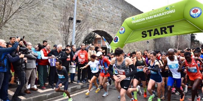 40. Uluslararası Trabzon Yarı Maratonu'nu koşuldu