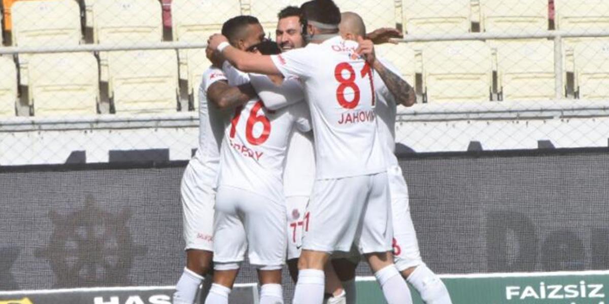 Antalyaspor 10 kişi kaldığı, Malatya deplasmanında Lukas Podolski ile güldü