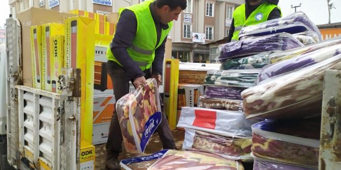 Edremit Belediyesinden deprem bölgesine yardım