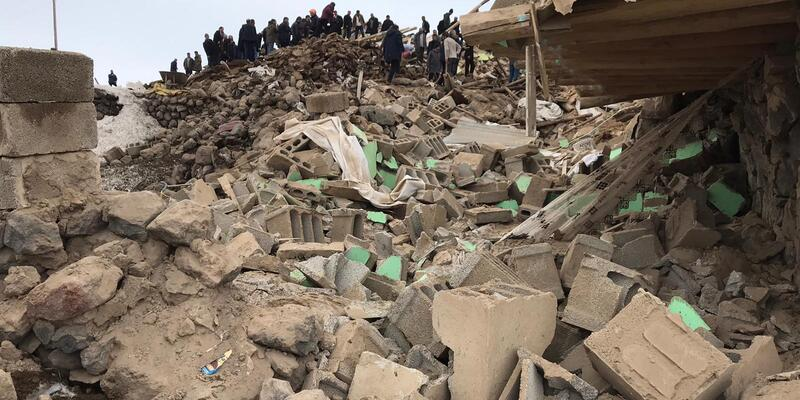Türkiye-İran sınırında 5,8 şiddetinde deprem