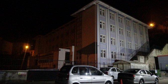 İstinat duvarı yurdun üzerine devrildi, öğrenciler tahliye edildi