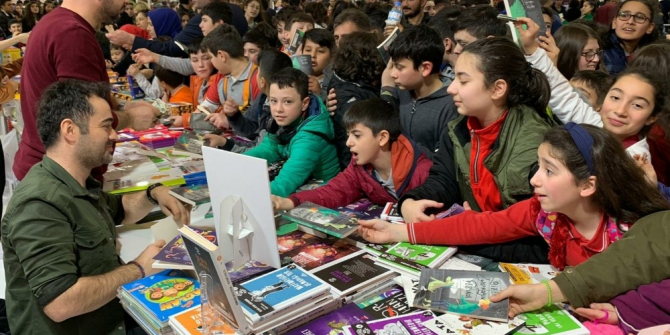 Genç Yazar Faruk Yıldız'a imza gününde büyük ilgi