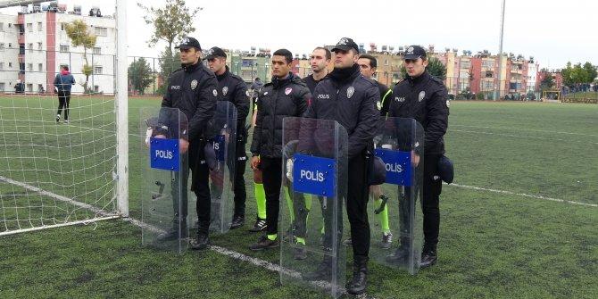 Amatör lig maçında gerginlik; çevik kuvvet sahaya girdi