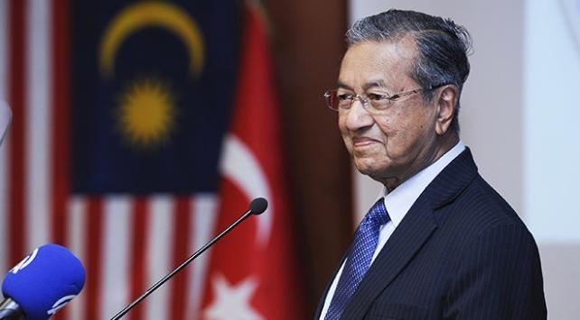 Malezya Başbakanı Mahathir Muhammed istifa etti